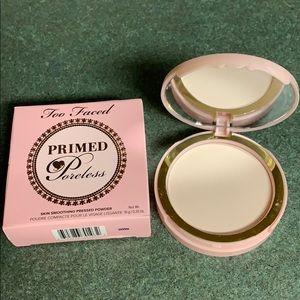 Primed poreless face powder